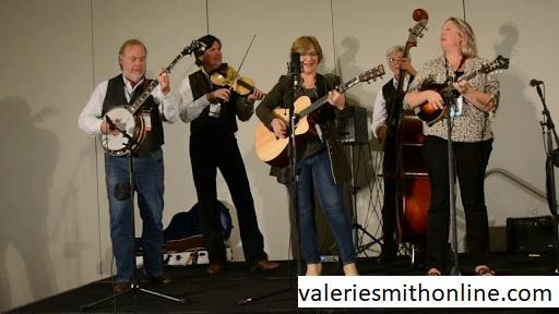 LIBERTY PIKE BAND, Grup Band yang Menemani Valerie Smith Dalam Berkarya