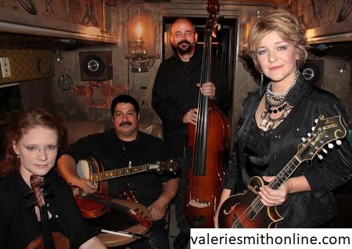 Yuk Ketahui Musik Bluegrass yang Sering Digunakan Oleh Valerie Smith
