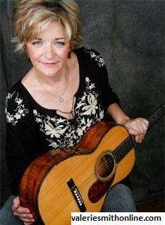 Gitar Martin, Jenis Gitar Yang Dipakai Oleh Valerie Smith
